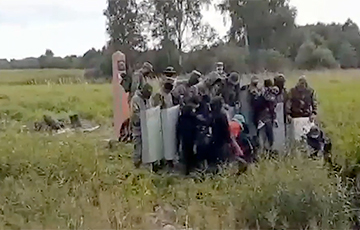 Afghan Man Told How Belarusian Border Guards Help Illegal Immigrants