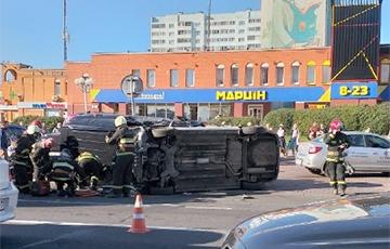Жесткая авария на улице Притыцкого в Минске: перевернулись два авто