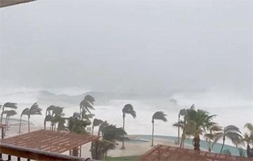 Ураган «Олаф» обрушился на побережье Мексики