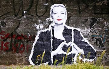 В Варшаве восстановили мурал с Марией Колесниковой, закрашенный питерскими коммуникальщиками