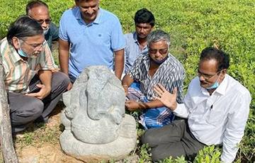 В Индии нашли статую бога Ганеши, которая пролежала в земле 800 лет