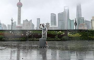 На восточное побережье Китая обрушился мощный тайфун