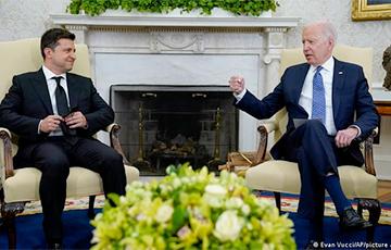 Байден пообещал не оставлять Украину один на один с Россией
