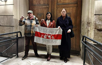 Belarusians Of Moscow Came Out To Rally With Memorial Flag