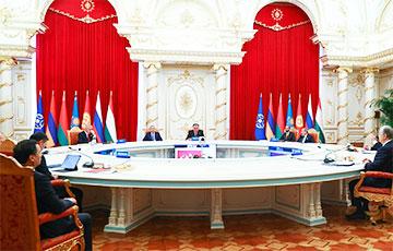 МК: Лукашэнка прыехаў на саміт АДКБ з нахабным сабакам