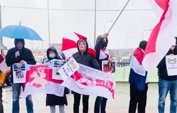 Беларусы выйшлі на акцыі да крам і офісаў Ikea па ўсім свеце