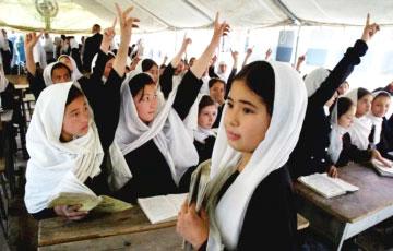 Талібы ў Афганістане забаранілі дзяўчаткам наведваць сярэднюю школу
