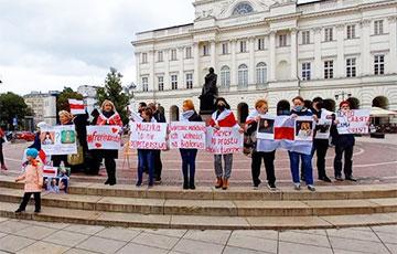 Варшава вышла на акцию солидарности с белорусами
