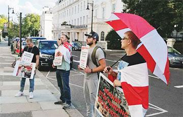 В Лондоне прошла акция солидарности со свободными белорусами