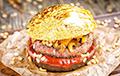 Немецкий художник создал золотой бургер с авокадо: видео