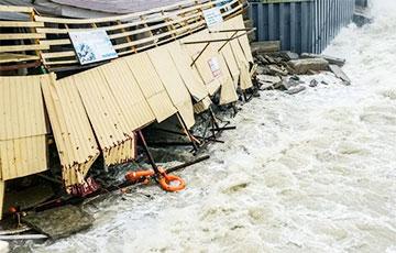 В Сочи из-за разгула стихии задержаны поезда и самолеты