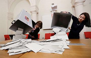 Выборы в Чехии: у партии премьера и оппозиции - практически равные шансы на победу