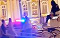 В Санкт-Петербурге трех девушек запрягли в карету