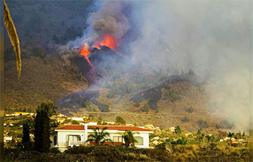 На острове Пальма обрушился склон кратера извергающегося вулкана