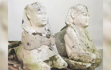 Семья из Англии решила продать садовые статуи не подозревая, что хранит дома древние артефакты из Египта