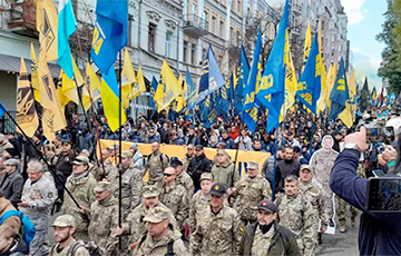 У Кіеве прайшоў марш да Дня абаронцаў Украіны: фотарэпартаж