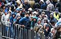 «Арабы толпами по 20 человек с багажом ходят»