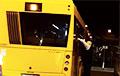 Видеофакт: Лукашисты по ночам срывают с автобусов объявления об обязательном ношении масок