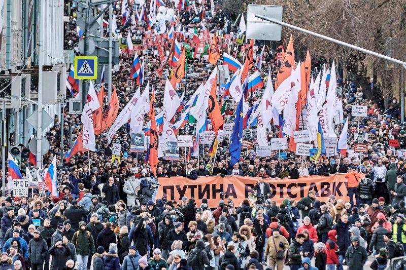 страдает марш памяти немцова фото предполагает использование
