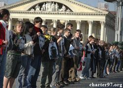 Против акции солидарности с политзаключенными выставили ОМОН (Фото, видео)