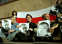 Human Rights Watch: Autukhovich, Lyavonau, Asipenka, Dubski are political prisoners