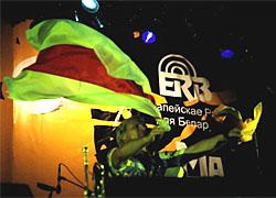«Воплі Відоплясова»  выступали под бело-красно-белым флагом (Фото)