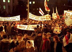 Десятки тысяч белорусов на улицах Минска (Фото)