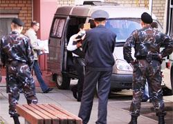 Погромы в квартирах оппозиционеров: конфискованы техника и листовки (Фото, обновлено)
