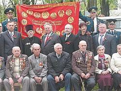 Литовского политика отправляют в отставку за фото у советского флага в Беларуси