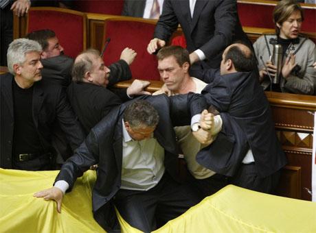 Скандал в Верховной Раде: Соглашение о Черноморском флоте  ратифицировали с дракой (Фото)