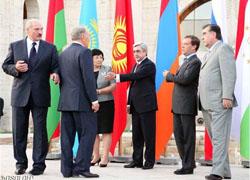 NEWSru.com: В Ереване Лукашенко прятался от Медведева (Фото)