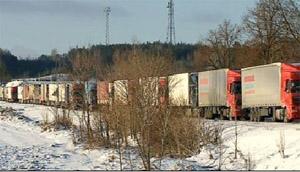 Тринадцатикилометровая пробка на границе с Беларусью (Фото)