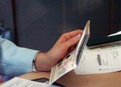 Работница расчетного центра оформляла кредиты на паспорта клиентов