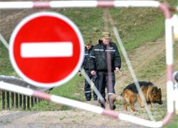 Rzeczpospolita: Belarusian border guards smuggle illegal migrants to EU