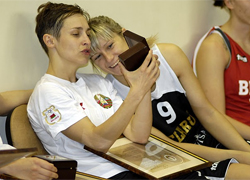 Лукашенко отблагодарил баскетболисток за Олимпиаду часами «Луч»