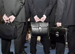 «Бедным» чиновникам резко повысили зарплаты