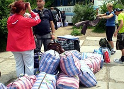 �Suitcase traders� to be resettled far from border? (Video)