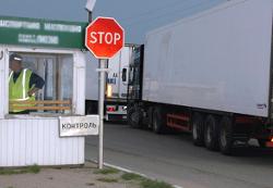 На границе простаивают фуры с украинскими конфетами