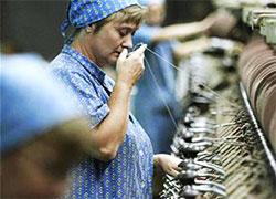 Работница «Ковров Бреста» сидит без работы из-за долгов фабрики
