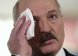 Belarus plays cat and mouse with EU