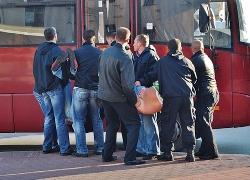 Милиционеры в штатском избивают торговцев с Кавказа