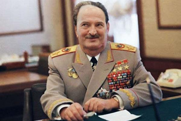 aleksandr-brezhnev-i-prostitutki