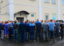 Polotsk winery is on strike: workers are on the streets