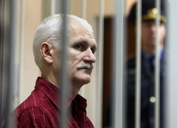 Byalyatski under pressure to apply for pardon