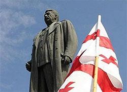 Новые власти Грузии восстановили памятник Сталину