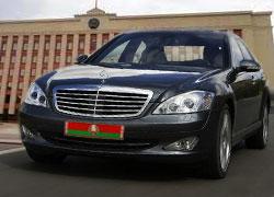 Управделами Лукашенко начинает Год бережливости с покупки четырех лимузинов