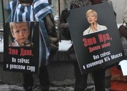 Lukashenka keeps holding Sannikau's wife and son as hostages