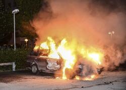 Шестой день беспорядков в Стокгольме: погромы в соседних городах
