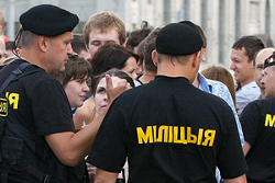 Riot policeman beats up 16-year old at Korn concert