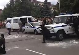 В Бобруйске омоновская «Газель» врезалась в зрителей (Видео)